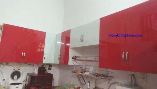 Tủ bếp kính màu giá rẻ hcm