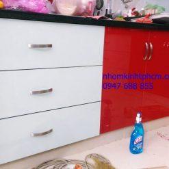 Cửa hàng làm tủ bếp nhôm kính