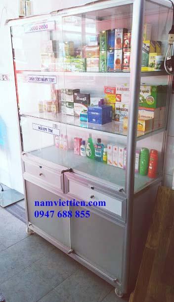 Đóng tủ trưng bày nước hoa nhôm kính